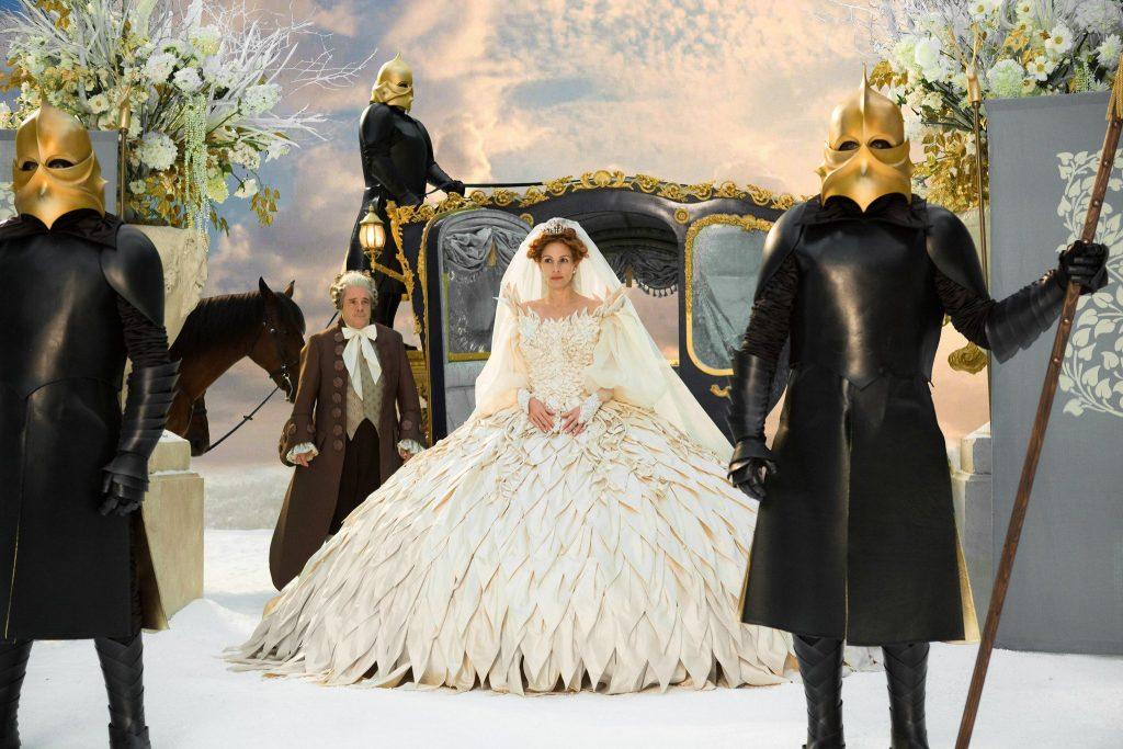 映画 『白雪姫と鏡の女王』 (ターセム・シン監督、2012年) 衣装デザイン  ©2012-2020 UV RML NL Assets LLC. All Rights Reserved.