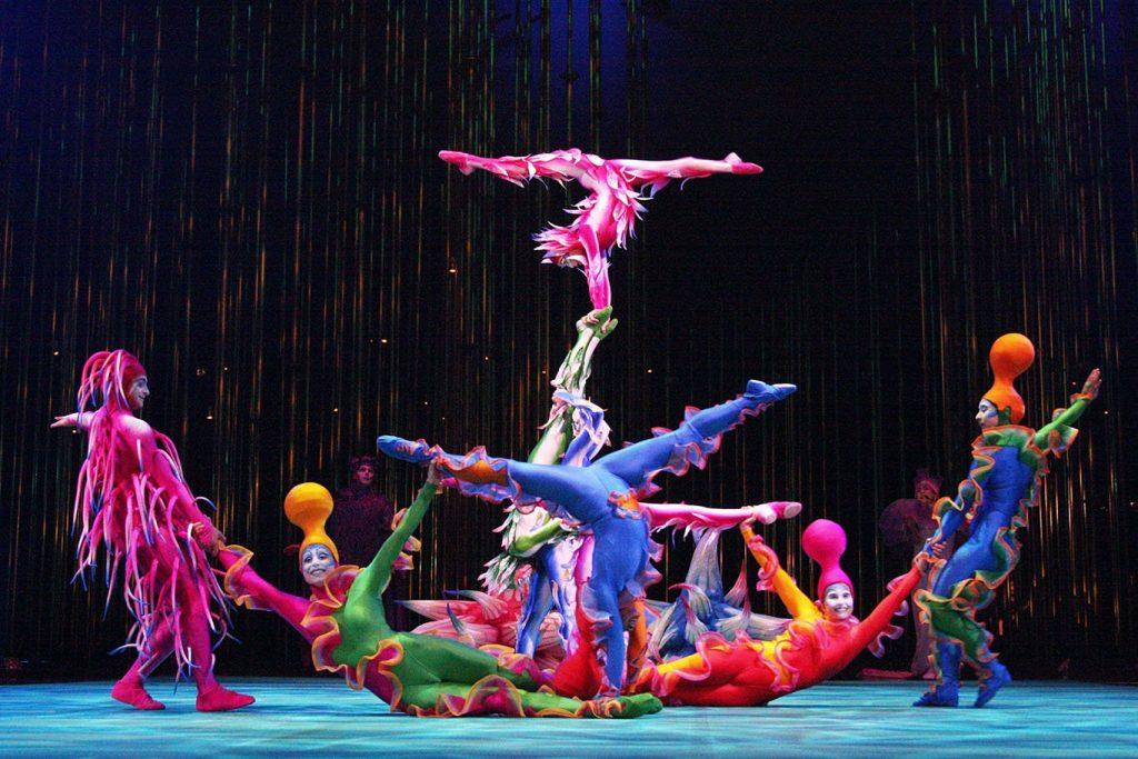 コンテンポラリー・サーカス 『ヴァレカイ』 (シルク・ドゥ・ソレイユ、2002 年) 衣装デザイン Director: Dominic Champagne / Director of creation: Andrew Watson / Set designer: Stéphane Roy / Courtesy of Cirque du Soleil