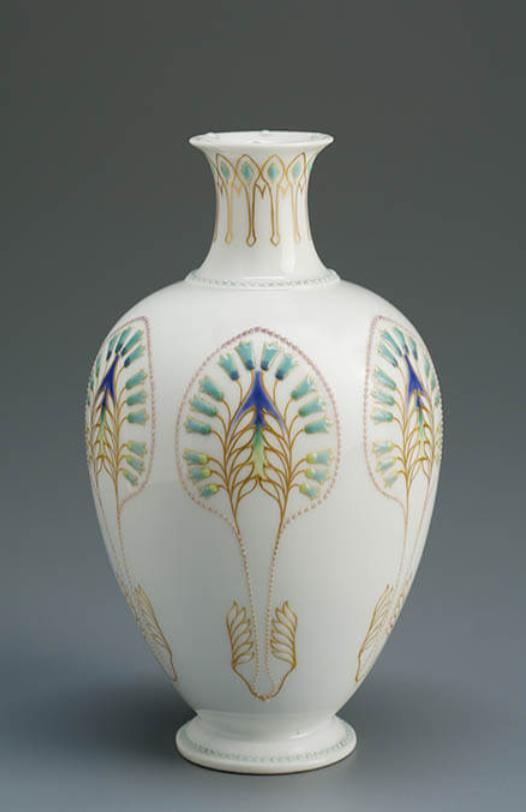 《植物文花器》ベルリン王立磁器製作所 1910年頃 ブダペスト国立工芸美術館蔵