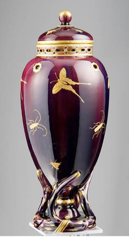 《濃紫地金彩昆虫文蓋付飾壺》ミントン社 1872年 ブダペスト国立工芸美術館蔵