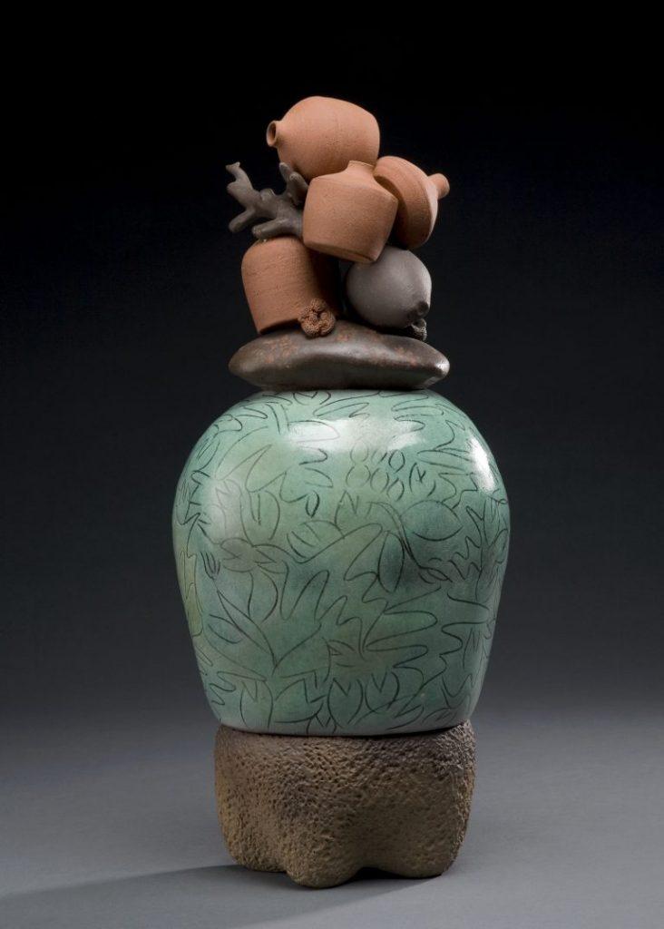 楊文霓《刻紋彩陶經瓶》1995年