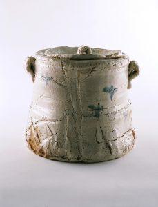 荒川豊蔵《志野水指》1938-41年 岐阜県現代陶芸美術館蔵