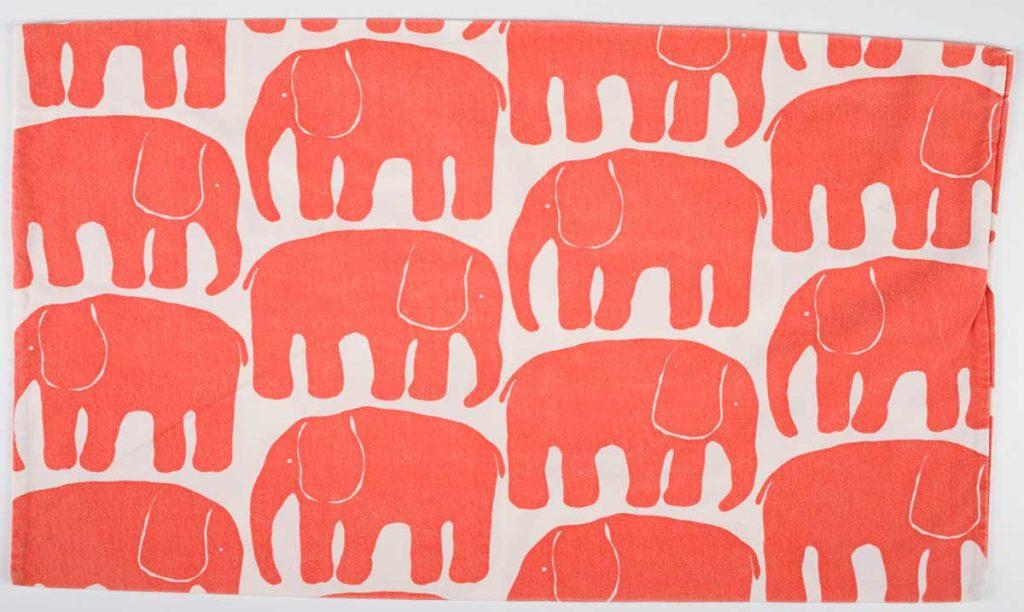ライナ・コスケラ作「エレファンティ(象)」枕カバー寝具用生地 1969年 タンペレ歴史博物館所蔵