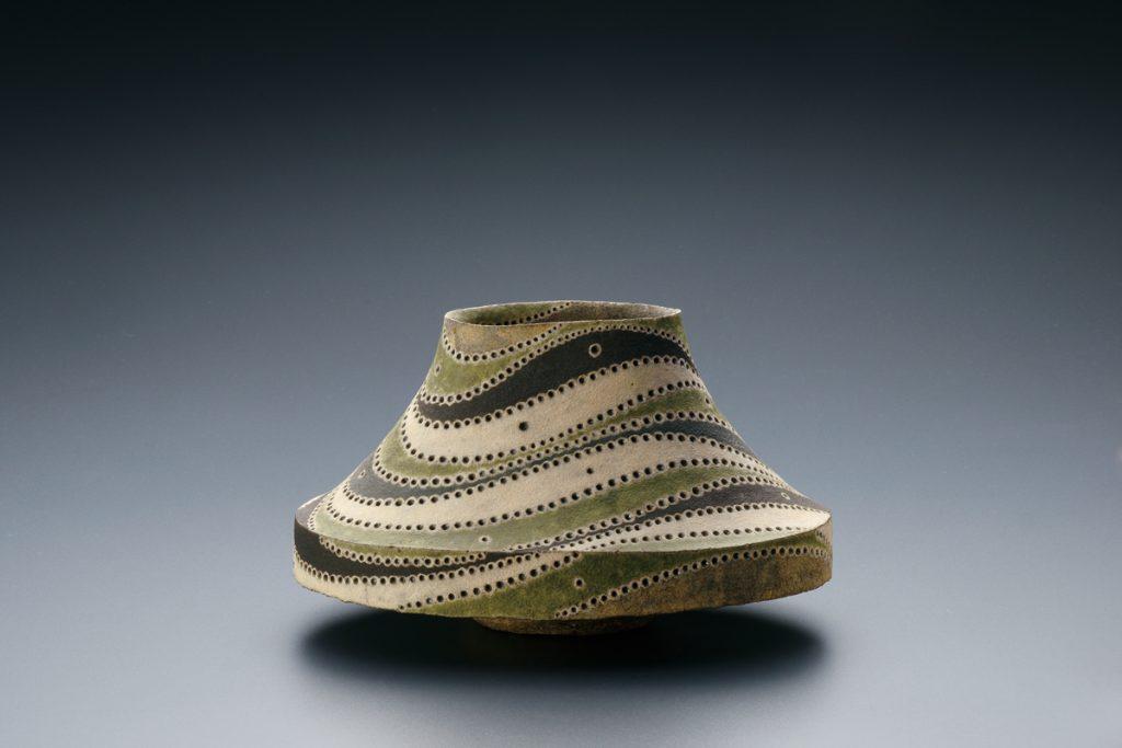 彩色壺 1972年 個人蔵 写真提供:益子陶芸美術館