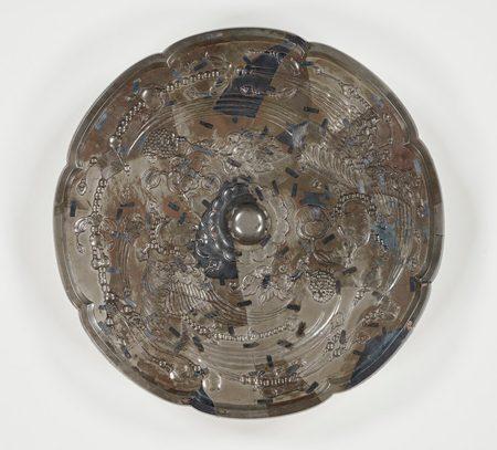 北倉42 花鳥背八角鏡 [かちょうはいのはっかくきょう] (花鳥文様(もんよう)の鏡) 1面 [出陳番号5] 前回出陳年=平成19年(2007) 径33.6 縁厚0.8 重3844.8