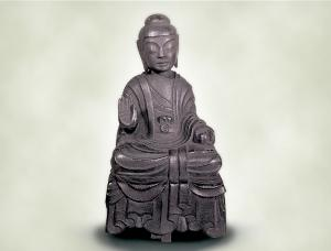 銅造如来坐像(医王寺所蔵、重要文化財)童子のあどけない姿が愛らしく表現されている如来像