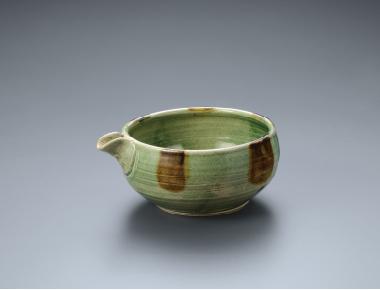 《 緑釉片口 》 1974年 益子陶芸美術館