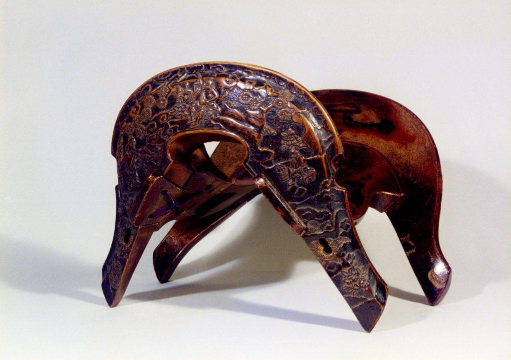 木地彫之鞍