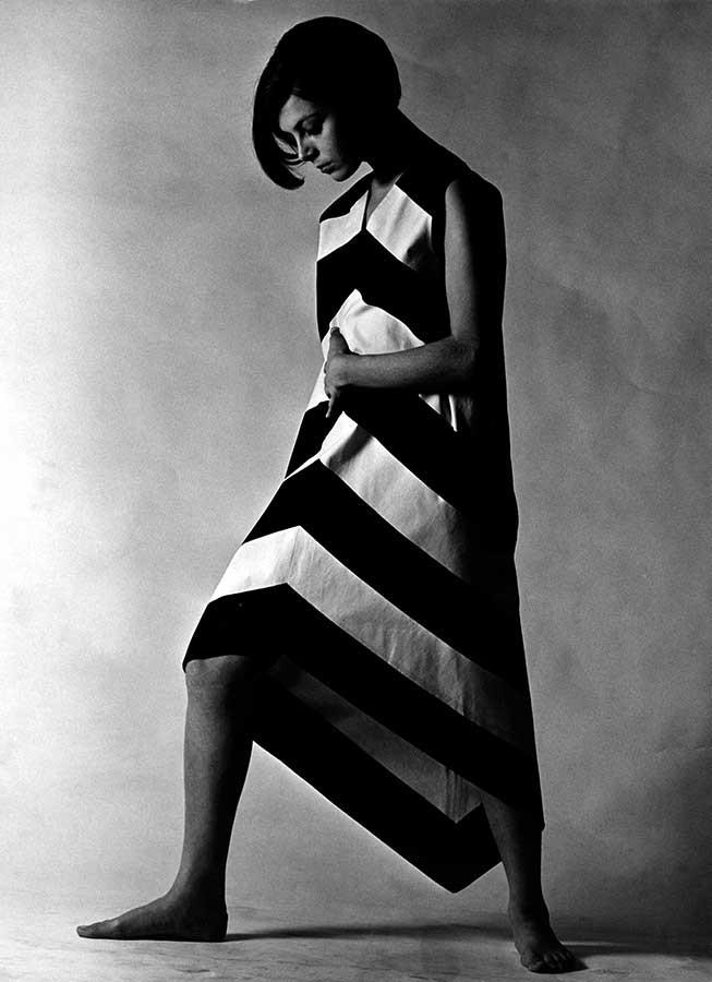 セッポ・サヴェス《アンニカ・リマラ「リンヤヴィーッタ」ドレス、ヴオッコ・ヌルメスニエミ「ガッレリア」テキスタイルデザイン》1966 年、フィンランド・デザイン・ミュージアム蔵