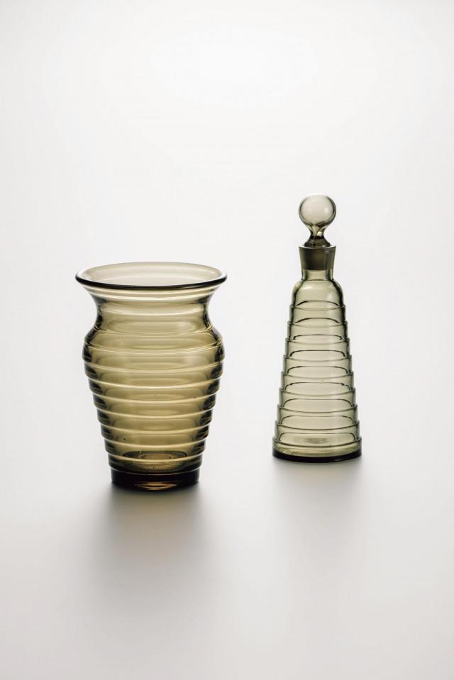 アイノ・アアルト《「ボルゲブリック」花瓶、ボトル》1932年、カルフラガラス製作所、コレクション・カッコネン蔵、Photo/Rauno Träskelin