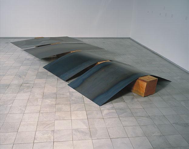 吉田克朗《Cut-off No.2》1969/90 年国立国際美術館蔵 ©︎ The Estate of Katsuro Yoshida, Courtesy of Yumiko Chiba Associates