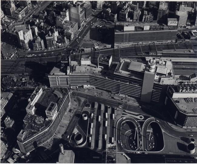 新宿西口広場・地下駐車場(1966年)文化庁国立近現代建築資料館所蔵