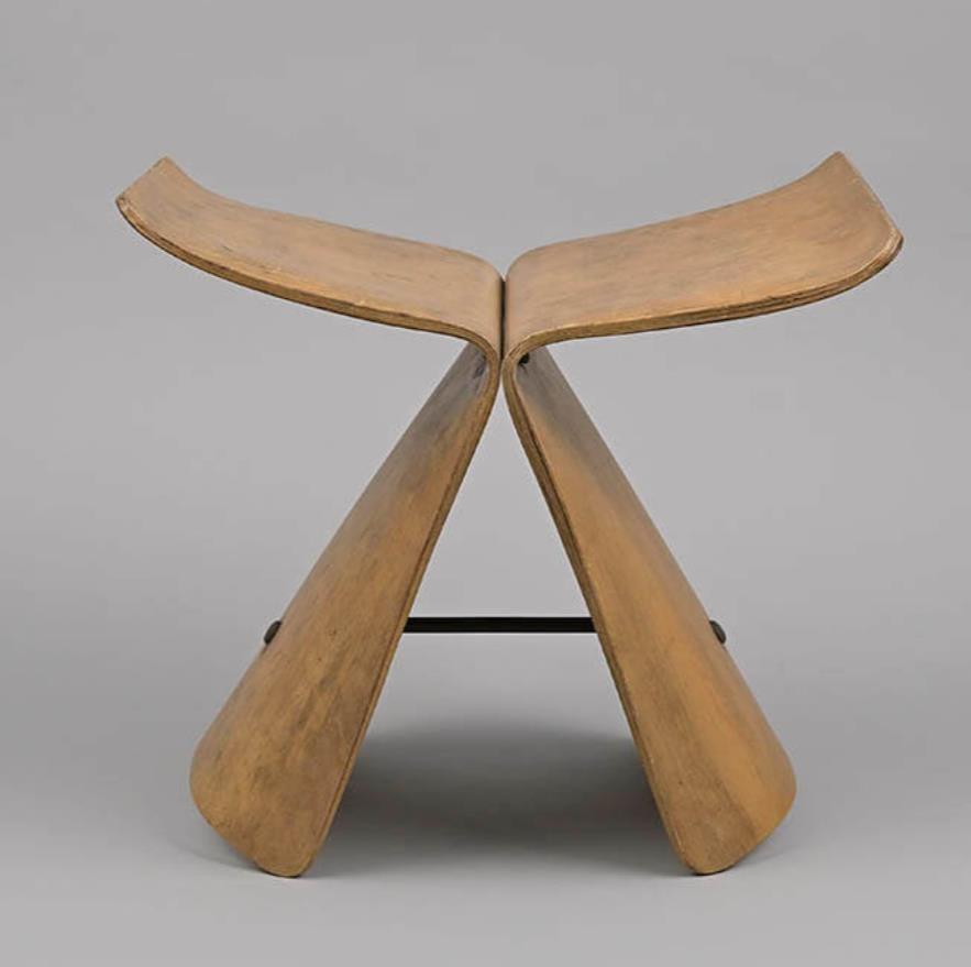 柳宗理 《バタフライスツール》(初期型)1956年、柳工業デザイン研究会蔵