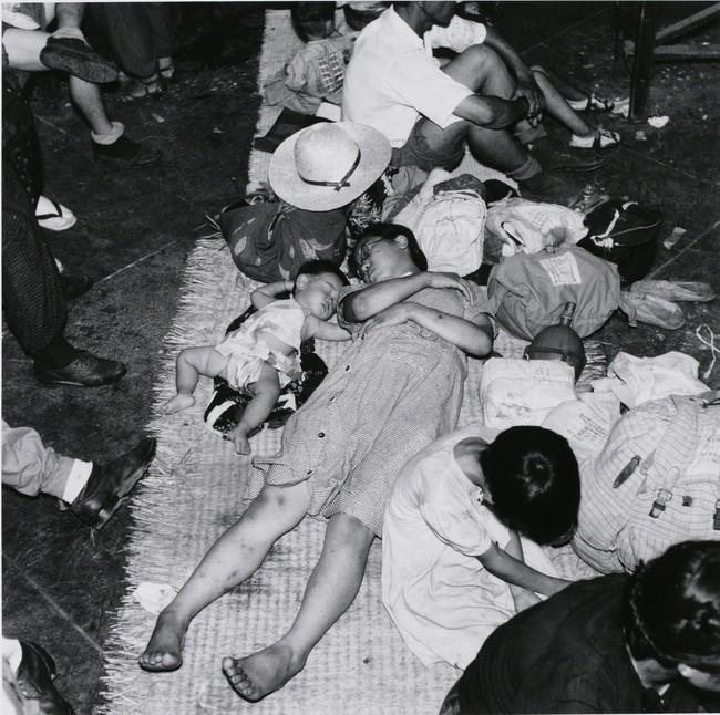 林忠彦 《引き揚げ(上野駅)》 1946年 東京都写真美術館蔵
