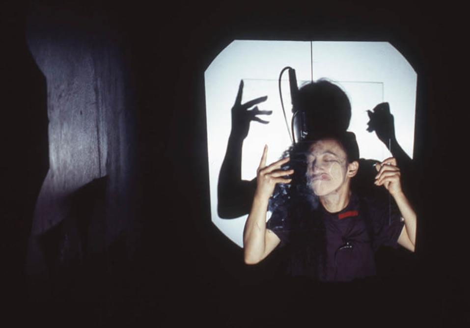 豊島重之主宰モレキュラーシアター公演《Legend of Ho》(2000)photo:Toru Yoshida