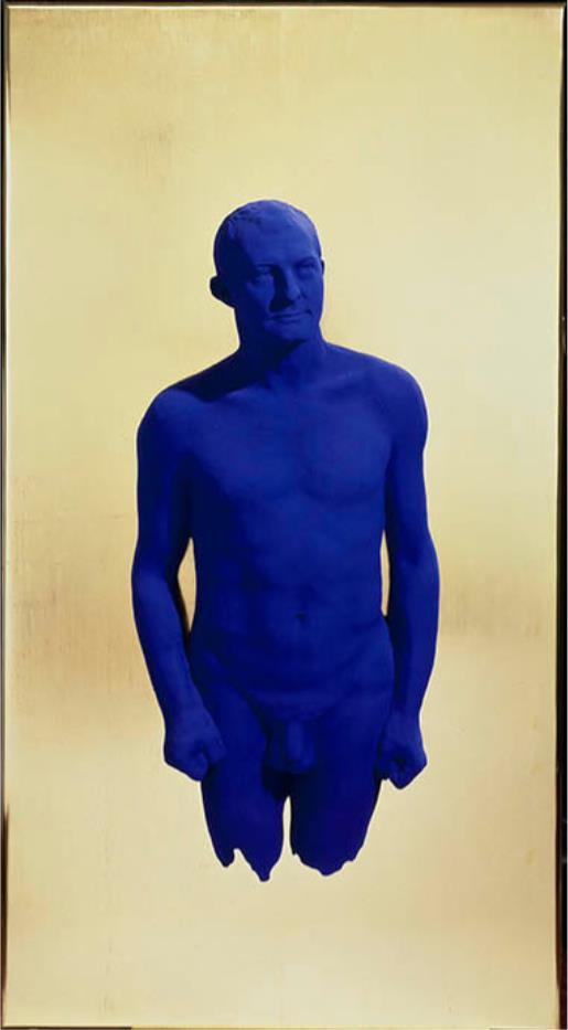 イヴ・クライン《肖像レリーフ アルマン》 1962年原型制作 ブロンズに彩色、板に金箔 愛知県美術館