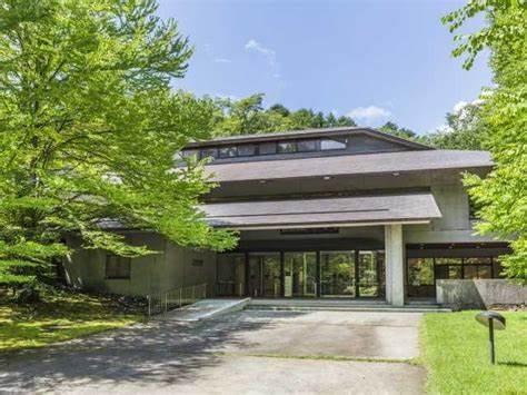 セゾン現代美術館-北佐久郡-長野県