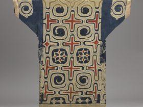 《木綿切伏(きりぶせ)衣裳》 北海道アイヌ 19世紀 日本民藝館(前期展示予定)