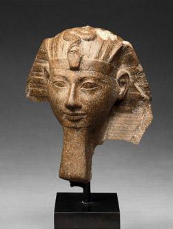 ハトシェプスト女王あるいはトトメス3世のスフィンクス像頭部 高さ18,5cm x 幅16cm x 奥行き13cm 新王国・第18王朝、ハトシェプスト・トトメス3世治世、前1479~前1425年頃 © SMB / M. Büsing