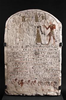 王の書記ホリのステラ< 高さ100cm×幅65cm×奥行き15cm 新王国・第20王朝、ラメセス8世治世、前1126~前1125 年頃 © SMB / I. Geske