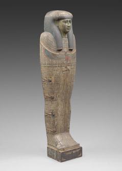 タイレトカプという名の女性の人型棺・内棺(蓋) 高さ28cm x 幅53cm x 長さ178.5cm 第3中間期末期~末期王朝時代初期、第25~26王朝、前746~前525年頃 © SMB / S. Steiß