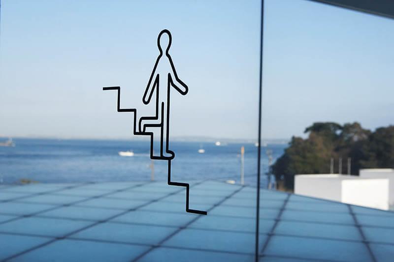 廣村正彰《横須賀美術館 ピクトグラムよこすかくん》2007年 photo: Yasuo Kondo/ amana photography