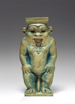 ベス神の象嵌 高さ16.8cm×幅8.2cm×奥行き2.2cm 末期王朝時代、前664~前332年頃 © SMB / J. Liepe