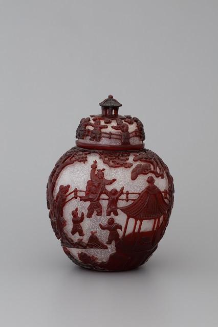 雪片地紅被唐子文蓋付壺/清時代 乾隆年間 1736年-95年/サントリー美術館蔵