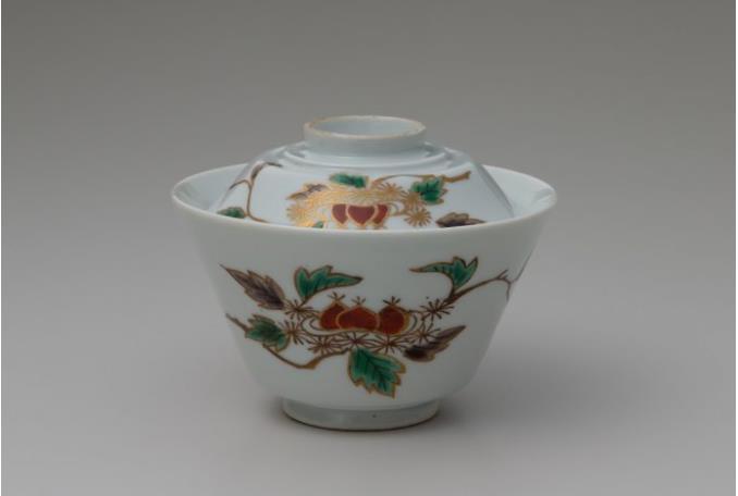《色絵栗文蓋付碗》 1740~1760年代 佐賀県立九州陶磁文化館 柴澤コレクション