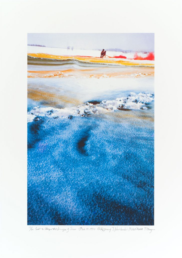 グループ GUN の「雪のイメージを変えるイベント」 (信濃川の雪のハプニング、1970 年 2 月 15 日) 1970/2009 年 撮影:羽永光利 国立国際美術館蔵