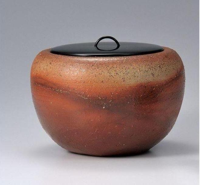 緋色水指 径19.2×高12.8cm 第64回日本伝統工芸 中国展 入選