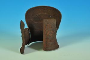 甲冑師の三浦公法氏が製作した板物甲の複製ミニチュア