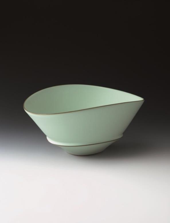 中野青瓷蝶鉢 サイズ:幅34×奥行27.8×高16㎝