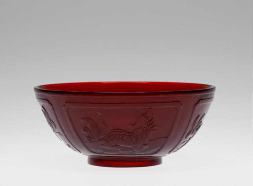 紅色動物文鉢/清時代 乾隆年間 1736年-95年 サントリー美術館蔵