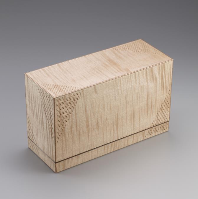 日本工芸会新人賞  木竹工= 楓造彫装箱 (かえでづくりちょうそうばこ)  五十嵐 誠