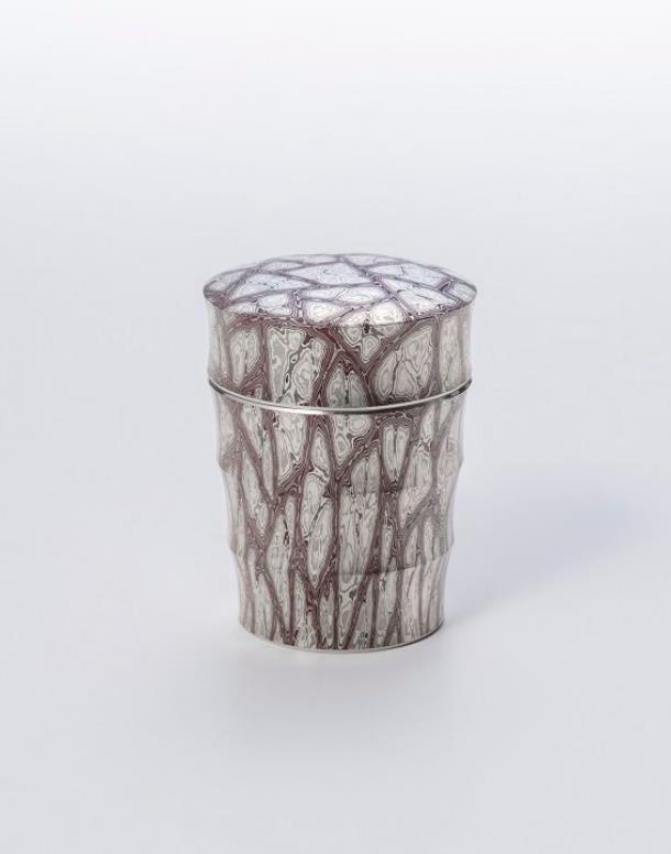 杢目金打出鎬茶器 寸法:径6.2×高さ9.1㎝ 素材:銀、銅、四分一