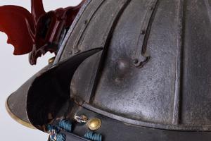 火縄銃による試射痕が見られる兜鉢