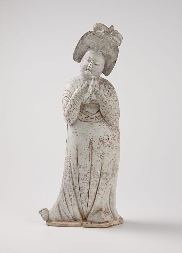 見立漆器 加彩婦女俑 みたてしっき かさいふじょよう 若宮 隆志(1964-) 脱活乾漆  2021年 高48.8cm、幅20.2cm×21.0cm 重さ433.5g