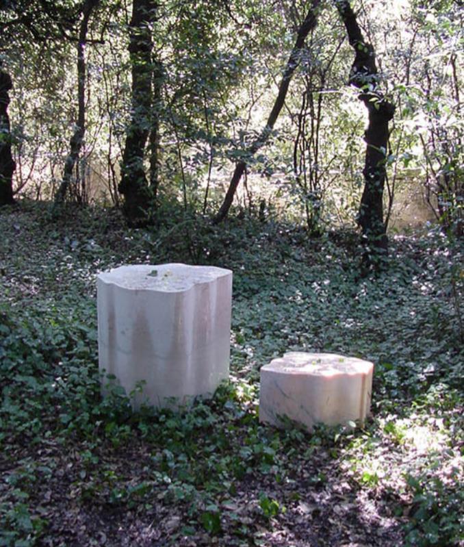 ホセイン・ゴルバ《自然を洞察し、瞑想するための7つの休憩の場所、第5ストップ「水の音を聴く」》2001 年