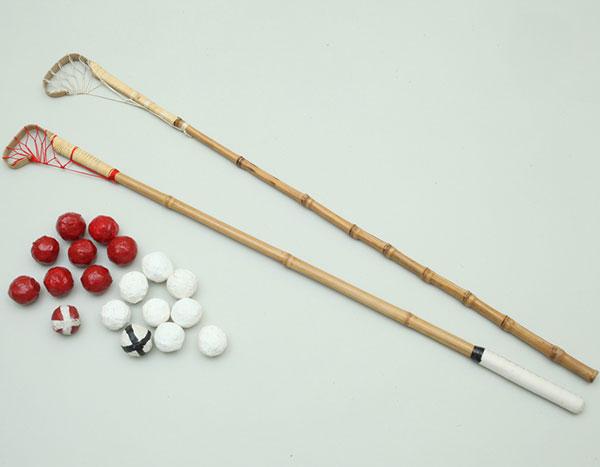 打毬(だきゅう)道具 馬の博物館蔵 宮内庁で使用していた打毬の杖と球