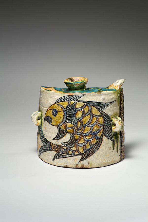 線彫魚文抱瓶 金城次郎 1968年 日本民藝館蔵