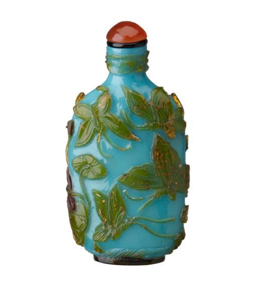 青地三色被水辺文鼻煙壺/19−20世紀 たばこと塩の博物館蔵