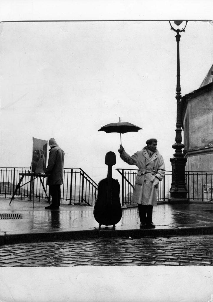 ロベール・ドアノー≪雨の中のチェロ≫ 1957年ゼラチン・シルバー・プリント