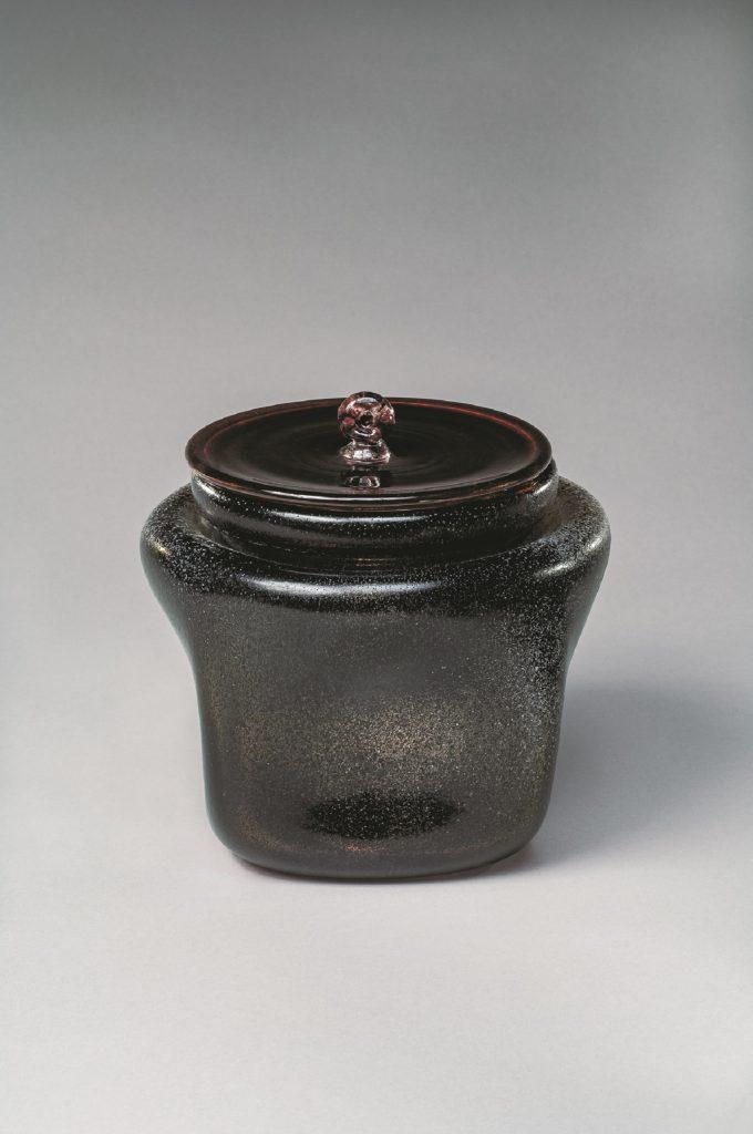岩田藤七 《水指「墨染」》 1974年 町田市立博物館蔵