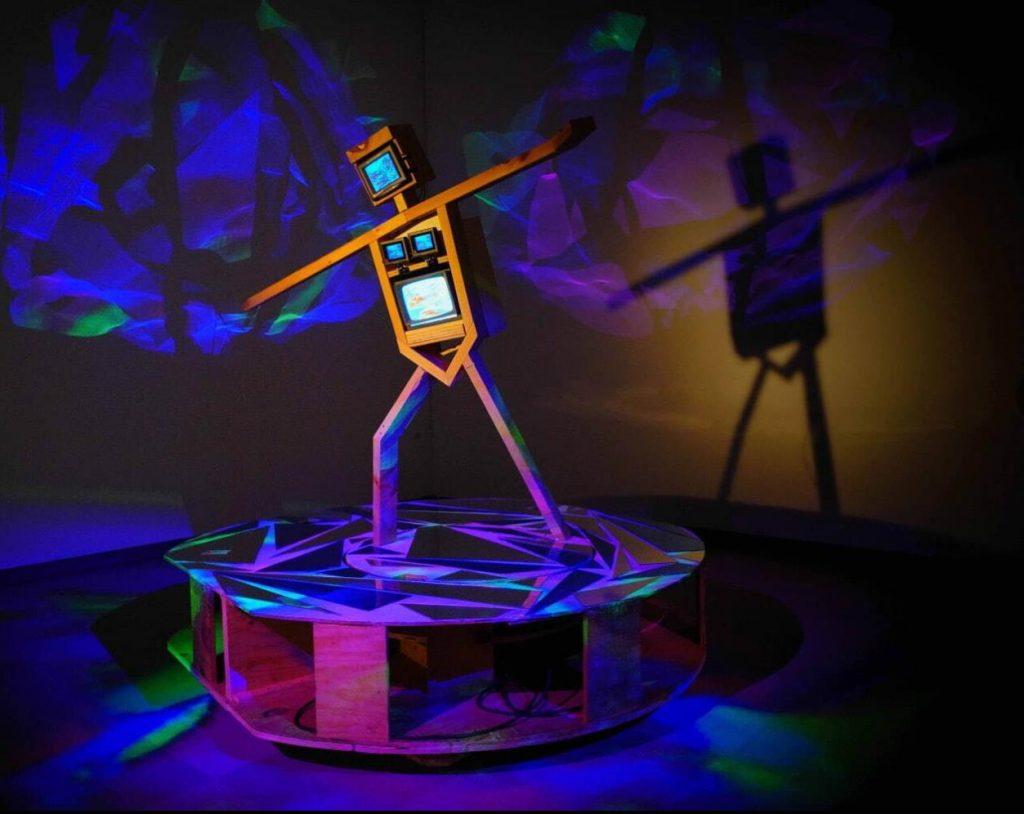 《スケート選手》1991-92年 久保田成子ヴィデオ・アート財団蔵 (新潟県立近代美術館での展示風景、2021年) 撮影:吉原悠博