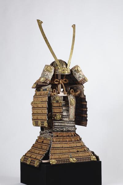 国宝 赤糸威大鎧(梅鴬飾)