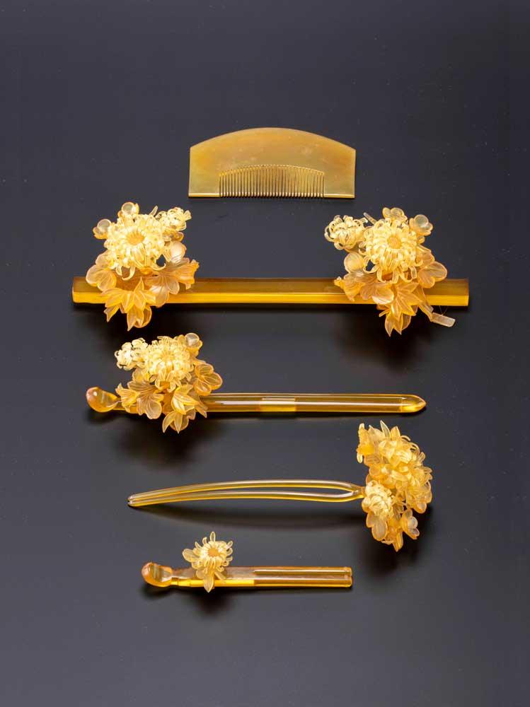 梅菊花飾り鼈甲揃物(江戸時代)