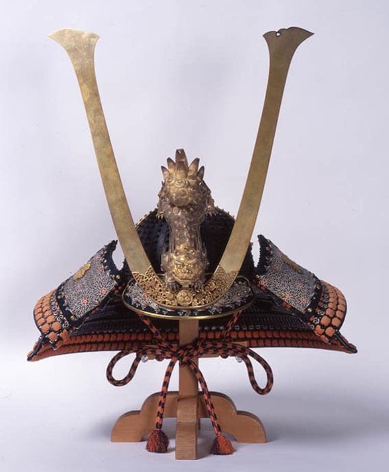 《黒漆二十八間三方白小星兜》江戸時代後期 永青文庫所蔵 熊本県立美術館寄託