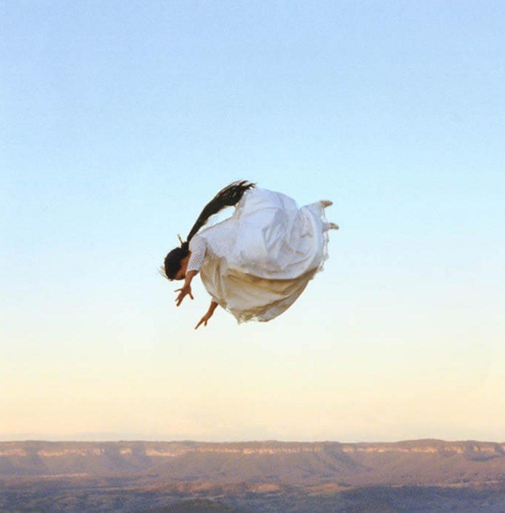 ローズマリー・ラング《フライト・リサーチ #9》1999 © Rosemary LAING
