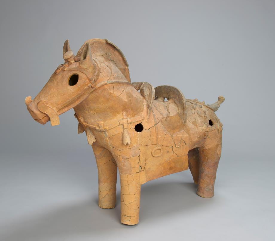 飾馬形埴輪(外山3号墳)  岡崎市教育委員会蔵